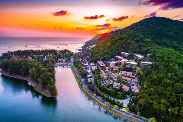 https://mediteranatour.ro/wp-content/uploads/2019/10/Vacante-2020-Phuket-Sejur-Phuket-Early-Booking-Phuket-City-Break-Phuket-Oferte-Phuket-Charter-Phuket-Despre-Phuket-Mediterana-Tour-4-640x426.jpg