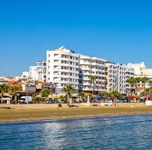 https://mediteranatour.ro/wp-content/uploads/2020/01/reprezentativa-amorgos-beach-hotel-paste-2020-cipru-paste-ortodox-vacante-oferta-sejur-paste-2020-cipru-zbor-charter-inclus-650x640.jpg