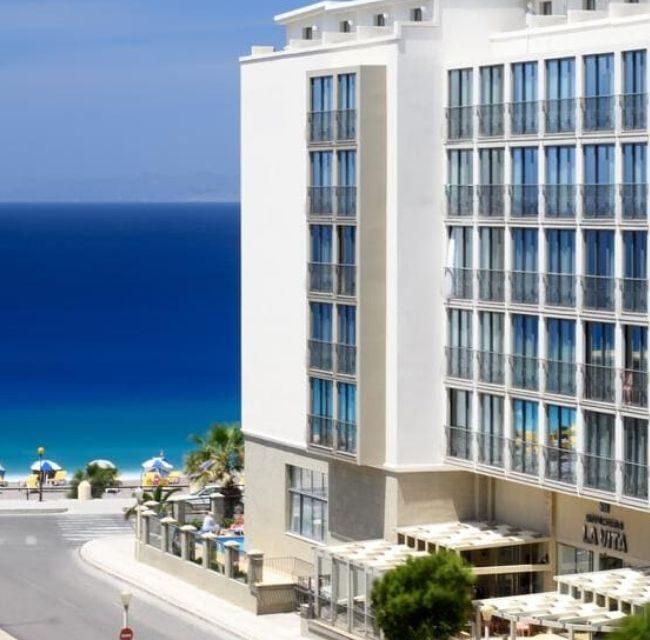 https://mediteranatour.ro/wp-content/uploads/2020/01/reprezentativa-mitsis-la-vita-beach-hotel-vara-2020-grecia-rhodos-vacante-oferta-sejur-grecia-rhodos-2020-zbor-charter-inclus-mediterana-tour-650x640.jpg
