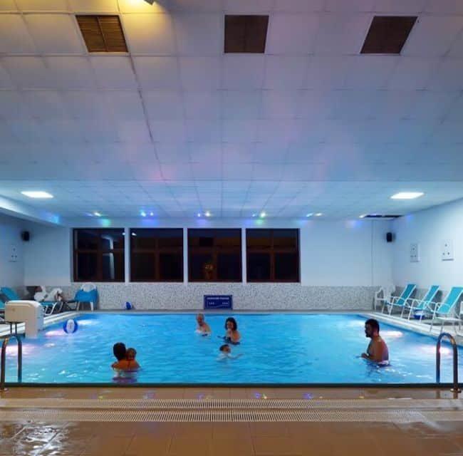 https://mediteranatour.ro/wp-content/uploads/2020/05/reprezentativa-Hotel-O3ZONE-din-Băile-Tușnad-Pachet-5-nopti-la-1379-lei-Cazare-si-recenzii-camere-650x640.jpg